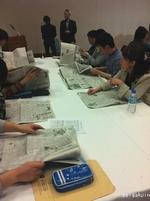 【2012年FO】政治経済学部では新聞を読み込むことを学生に勧めています。